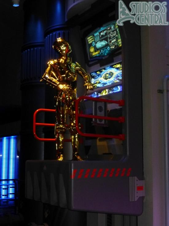 Star Tours queue looks great